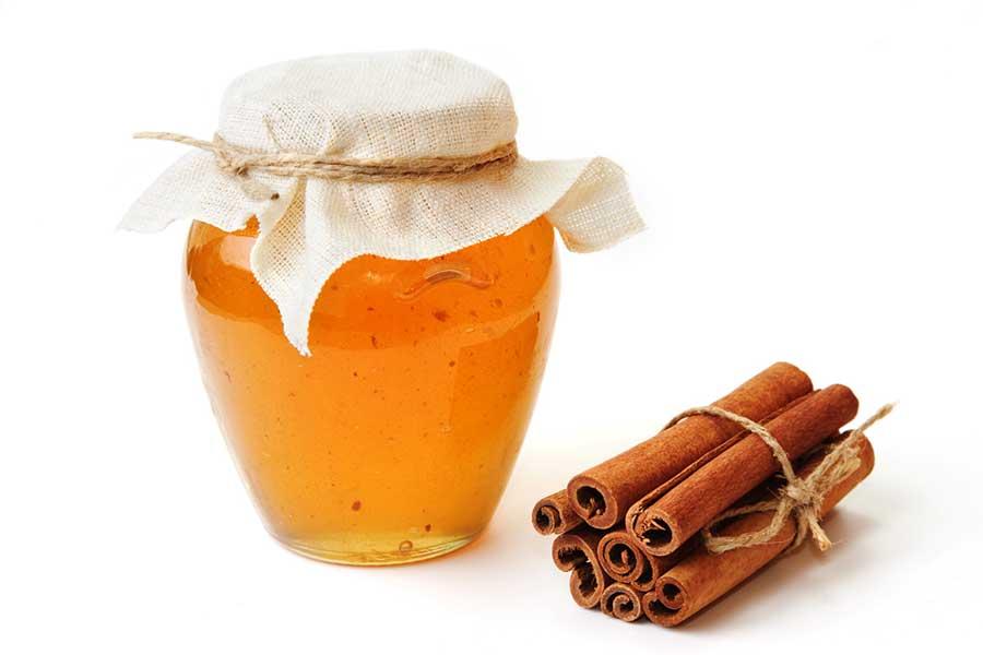 Il a été constaté qu'un mélange de miel et de cannelle guérit la plupart des maladies.